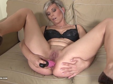 Black and White – BBC Cum drinking Slut Likes big black cock in her ass