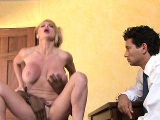 Cuckolding MILF riding and blowing bbc